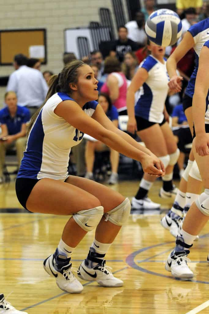 Girl wearing best volleyball knee pads in 2019 while in the middle of a game