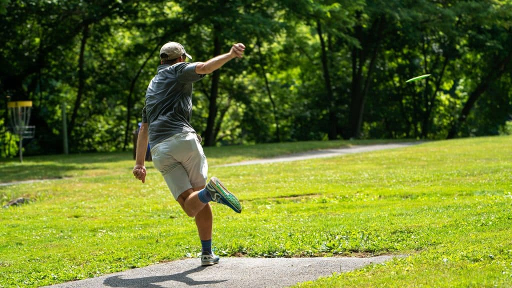 Player wearing disc golf shoes