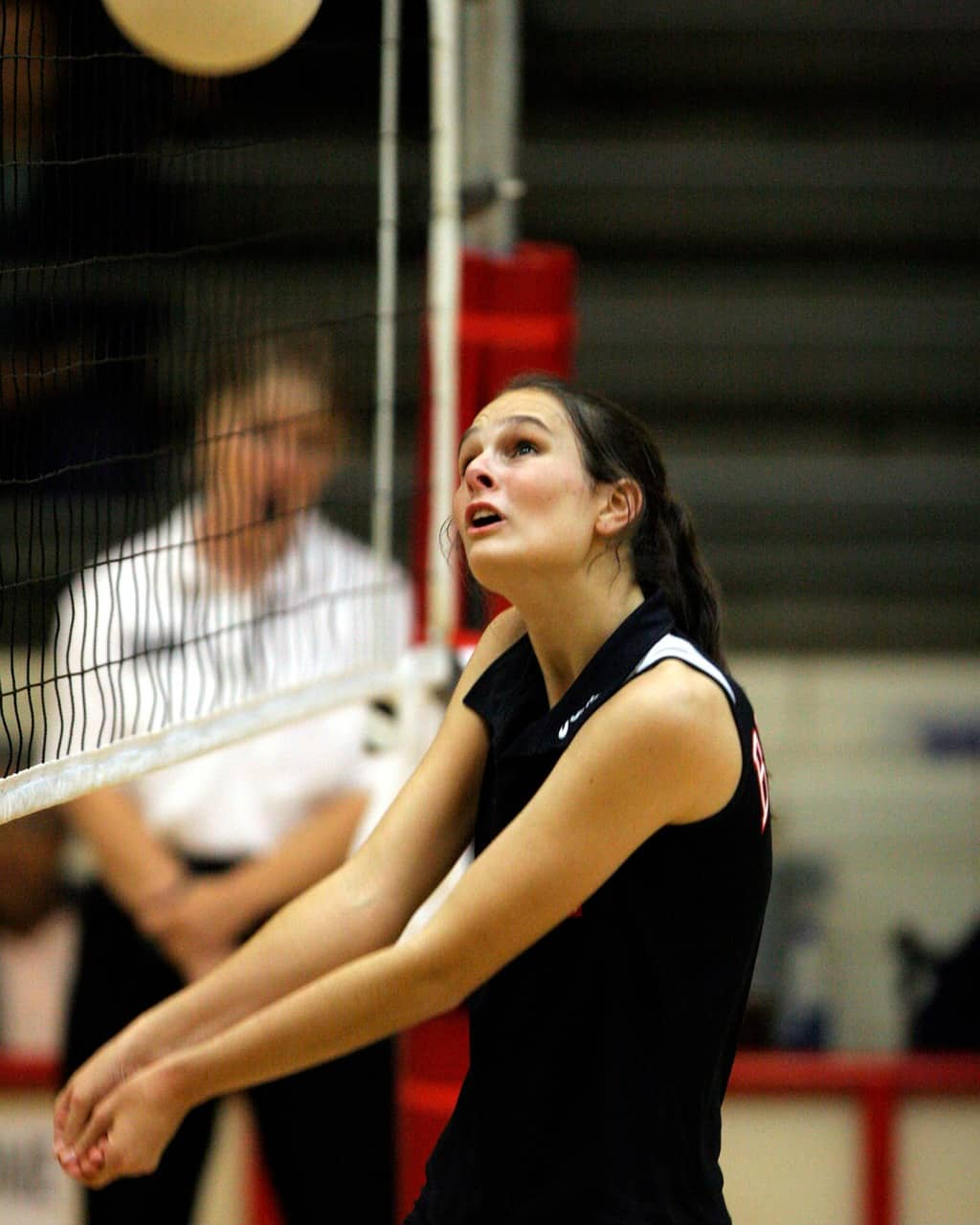 Volleyball player anticipating the ball