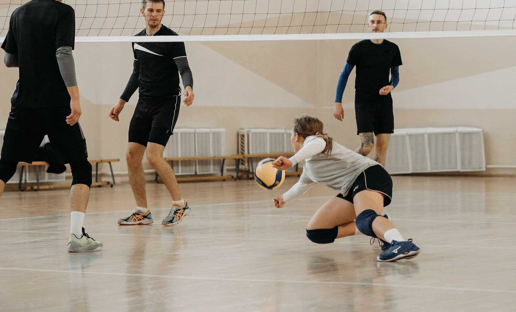 Volleyball player doing the dig