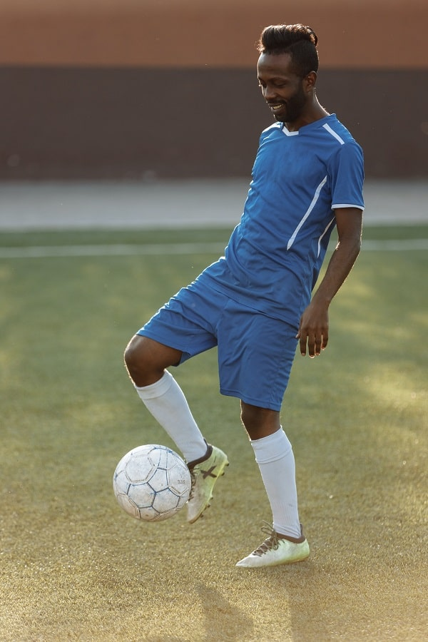 Player juggling a soccer ball with his right foot