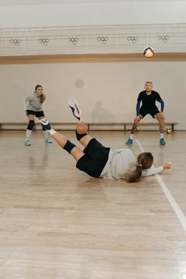 A volleyball player in libero position