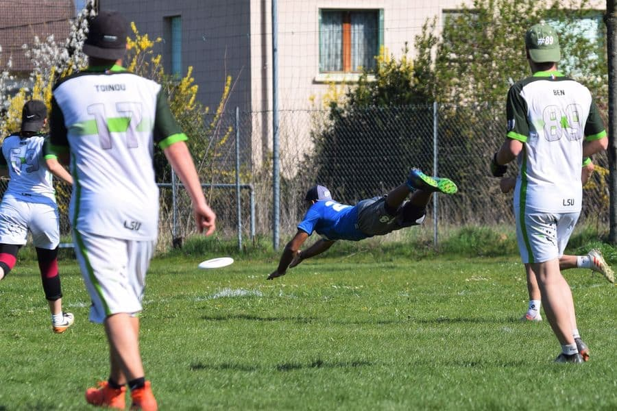 Player trying to save the frisbee disc