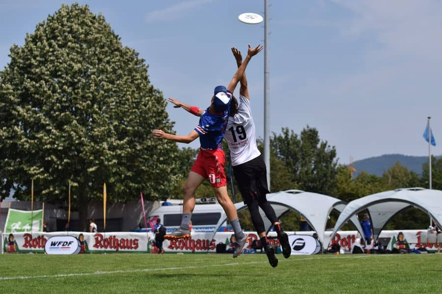 Players competing to take the frisbee disc in mid air