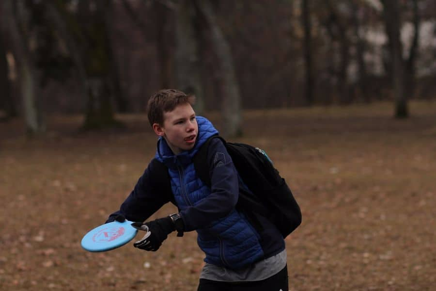 Kid about to throw a disc